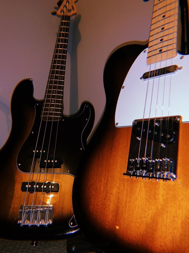 guitar-bass-record-weekly